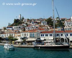 Paros: Golden sandy beaches and cosmopolitan atmosphere
