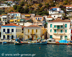 Poros: Green hinterland with cobblestone streets