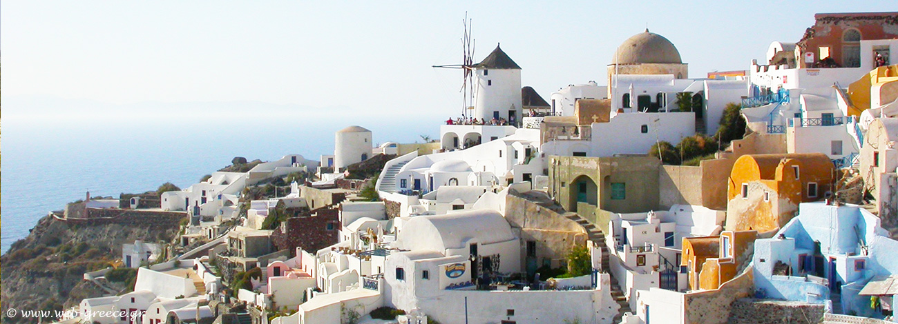 Santorini: Overlooking the breathtaking caldera