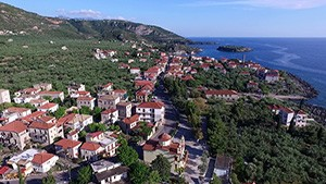 Kardamili: The overgrown Homeric citadel with the beautiful beaches
